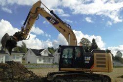Huser entreprenør sin gravemaskin Cat 323EL