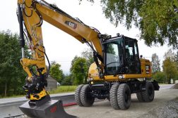 Huser entreprenør sin hjulgraver Cat M313D