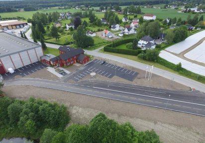 Huser entreprenør ferdigstilt prosjekt med adkomstvei og parkeringsplasser